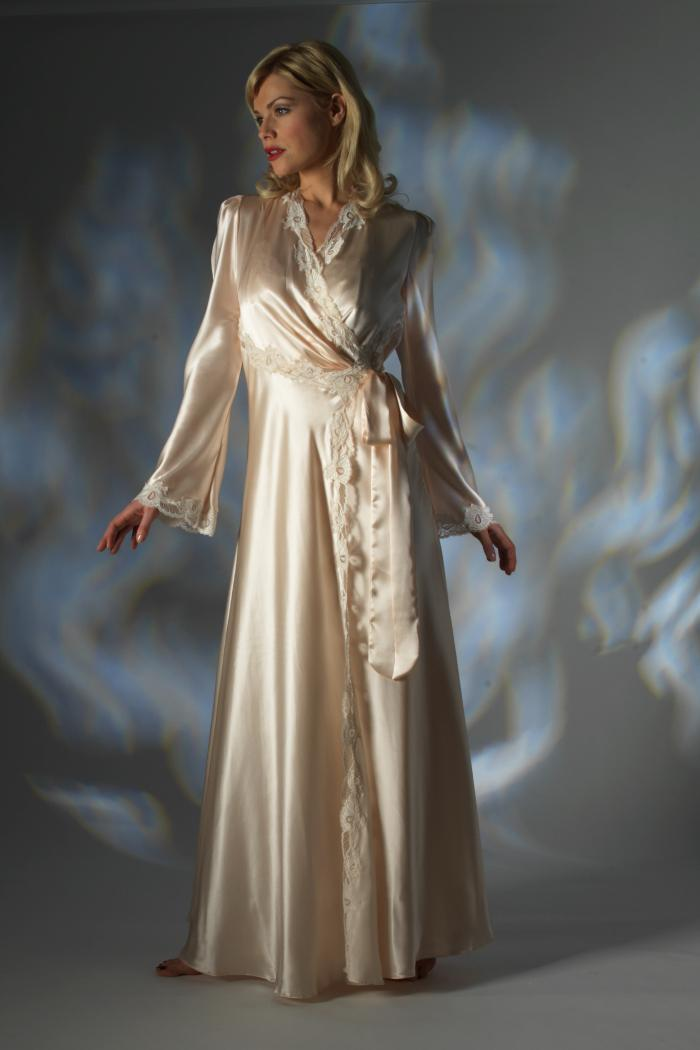 Wrap up in our edit of women's robes and dressing gowns. Hooded styles in soft materials like faux fur and fleece feel are perfect for winter evenings, while silk and satin styles are just the thing for summer and warm weather holidays. Knee-length options work .